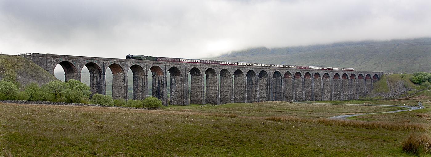 Tornado-crossing-Ribblehead-viaduct