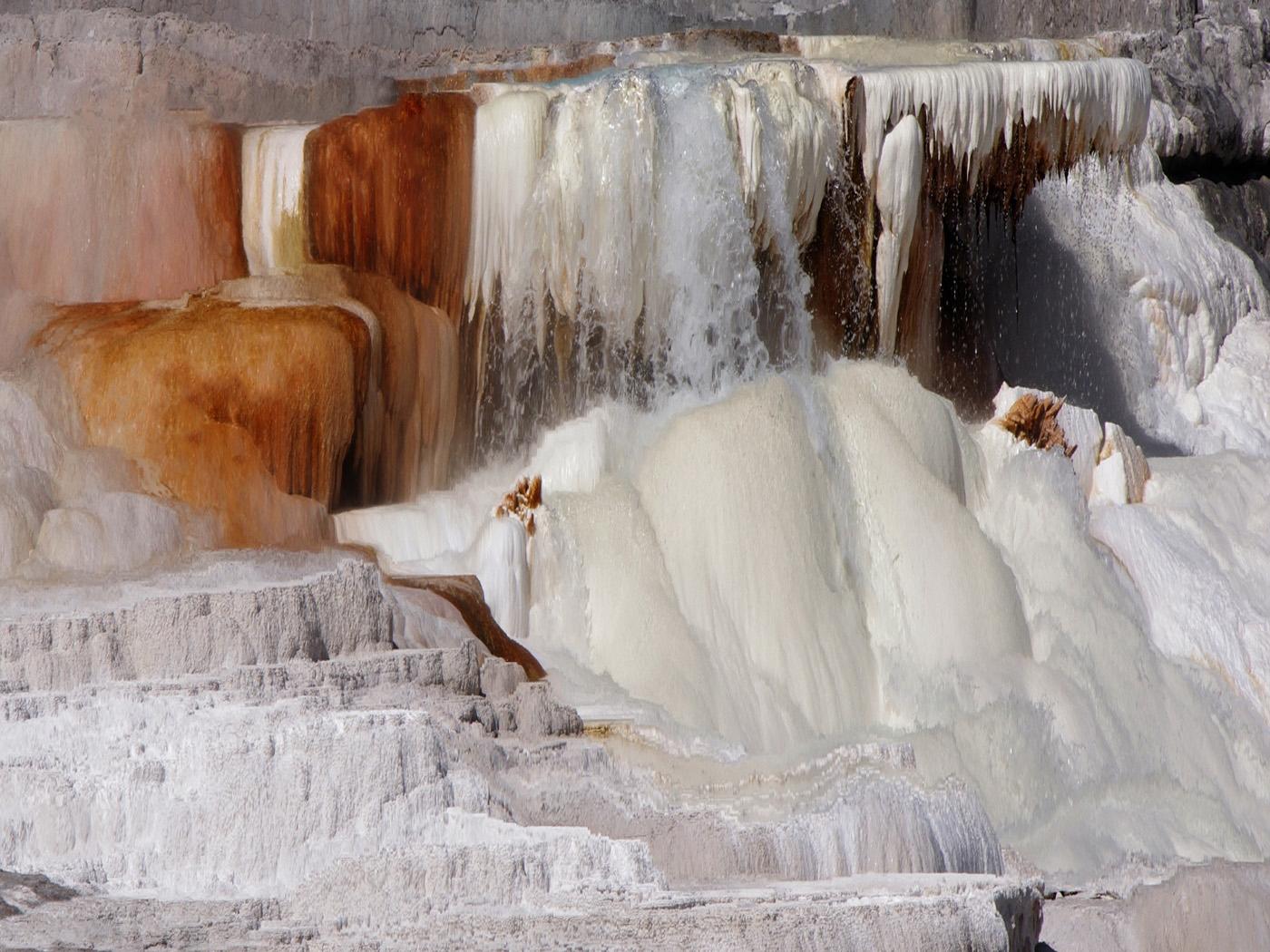 04-yellowstone midway geyser